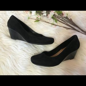 Clarks Artsian Black Suede Wedge Dress Shoes